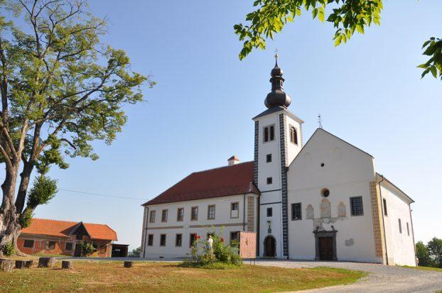 Pavlinski samostan Kamensko i Crkva Majke Božje Snježne