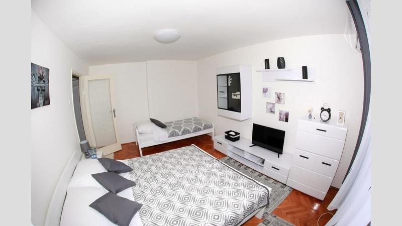 Studio apartmENT IVONA
