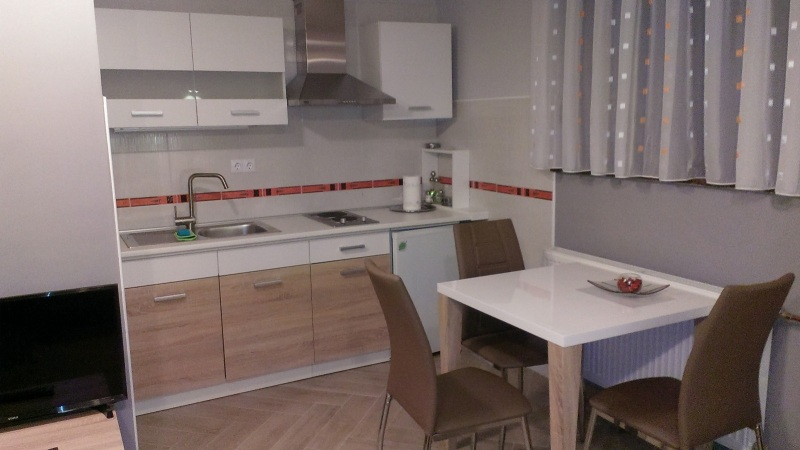 Room & studio apartmENT 4 RIJEKE