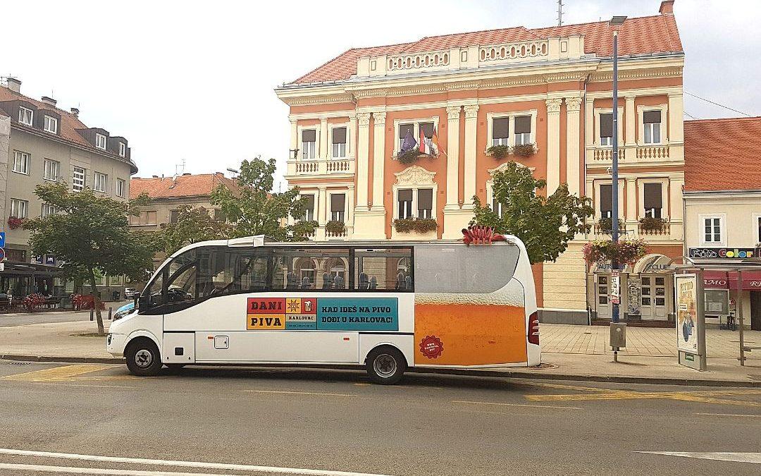 Panoramski autobus na Danima piva